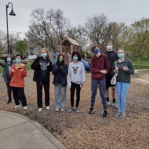 Lovelace park Evanston Illinois park cleanup high school volunteers.